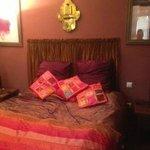 Warda Room Bed/Beds