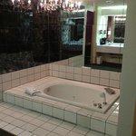Open concept bath tub area?