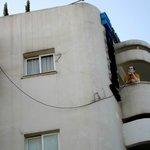 Deux mannequins que un balcon