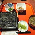 併設レストランで食べられる松前海苔だんだん。