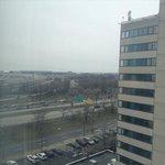 部屋からの風景。空港が見えます。