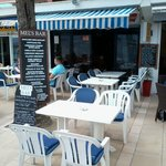Mels Bar & Restaurant up the road.