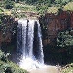 Wasserfall bei der Stadt