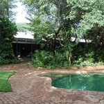 pool and garden at Lorries B+B