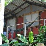 Vue extérieur avec la petite terrasse (hamac)