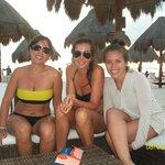 disfrutando con amigas en Playa Norte....