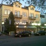 The Cafe / Hotel Konig