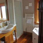 la salle de bain avec bain à remou