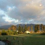 La vue sur le jardin et le lac de Te Anau