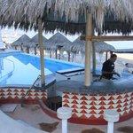 Swim-up/pool bar area