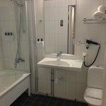 Room 122 - Bathroom
