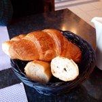 2 croissants, 2 morceaux de pain ... Nous étions 2