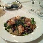 Scallops, pear and walnut salad