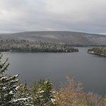 la vue de notre chambre sur le lac sacacomie