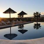 Het zwembad met het schitterende uitzicht