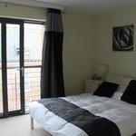 15 Merchant Exchange, Riverside Apartment - Bedroom