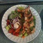 mix salad whit shrimp