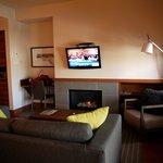 Salle de séjour avec cheminée au gaz