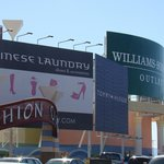 Visual externo do Fashion Outlets em Las Vegas...