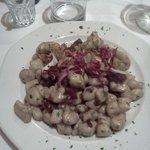 Gnocchi di patate con scampi e radicchio