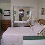 Queen bed Orchard Suite
