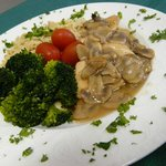Chicken marsala w/steamed broccoli