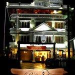La'Promenade Hotel