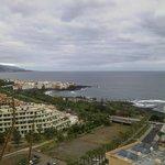 blick vom hotel luabay tenerife auf den atlantik und im hintergrund punta brava