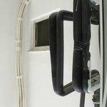 Blick aus dem Fenster in einen Kabelschacht