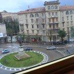 Вид из окна на площадь