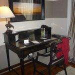 escritorio en la habitación
