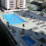 La piscina vista dal balcone della mia stanza