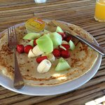 Pancake with fresh fruit. Delicious!