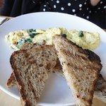 Market Table - bacon, spinach & fontina scramble w/whole grain toast
