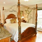 The Enchantment Room - New 2013 - Queen four poster canopy bed