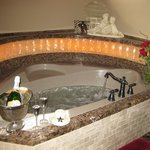 Catseye luxurious, art deco jacuzzi tub for 2
