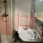 la stanza da bagno in rosa nella 104