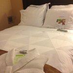 Suite 1401 - sleep number bed / Beautiful duvet & linens