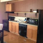 Full kitchen (ice maker in fridge) - includes all plates, cups, silverware, pots, pans, etc