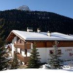 Esterno del Residence Lores in inverno