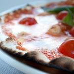 la pizza barese, sottile e croccante