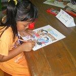 kinderen tekenen bij Coba Baca
