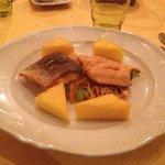 trota salmonata con verdure arrosto e polenta