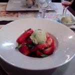 Salade de fraise au sirop et à la menthe