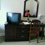 rm 266 downhill house hotel office desk with mirror