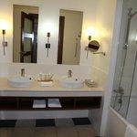 salle de bain  propre et  belle