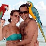 En la playa con los papagayos
