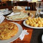 Trucha al roquefort y tortilla española