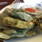 Steamed and raw oyster