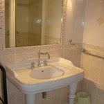 """salle de bain de notre chambre """"La Grange"""""""
